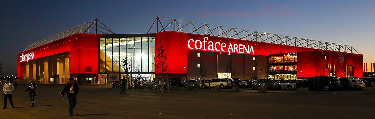 Coface Arena in der Dämmerung