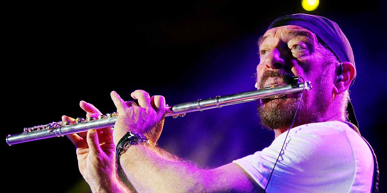 Jethro Tull´s  Ian Anderson plays Thick as a Brick